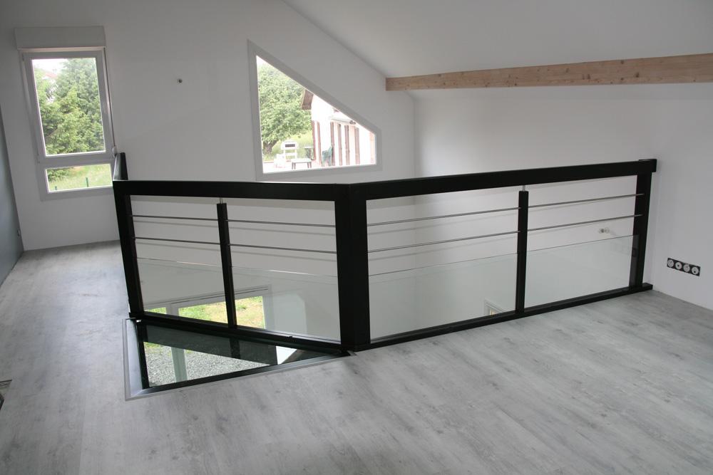 garde corps contemporain poteaux carr s design carr garde. Black Bedroom Furniture Sets. Home Design Ideas